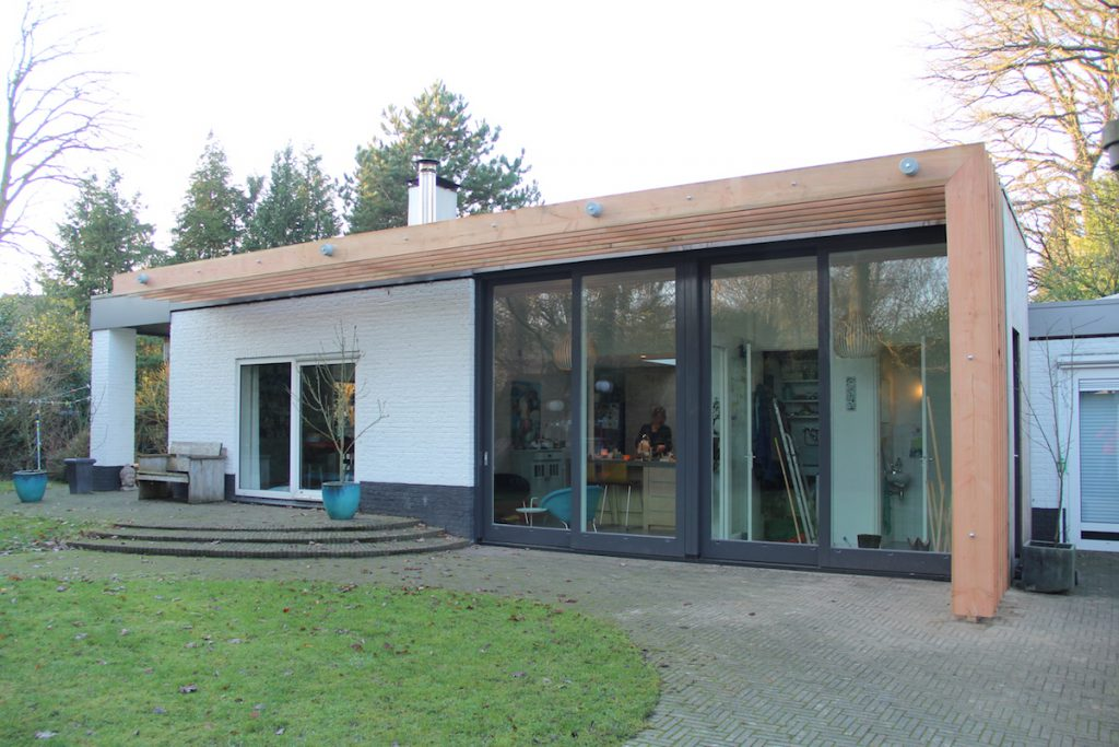 Uitbreiding woning Diepenveen - Foto achtergevel met lamellen