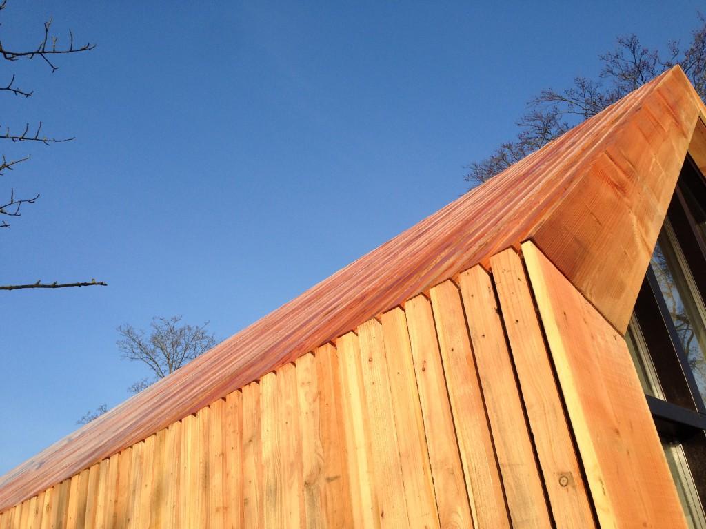 Schuur met atelier - Detail douglas latjes op gevel en dak