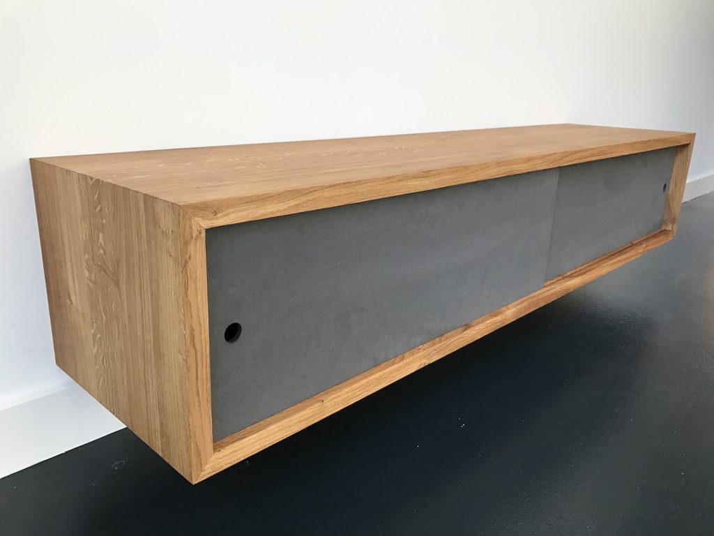 Tv meubel van eikenhout voor aan de wand