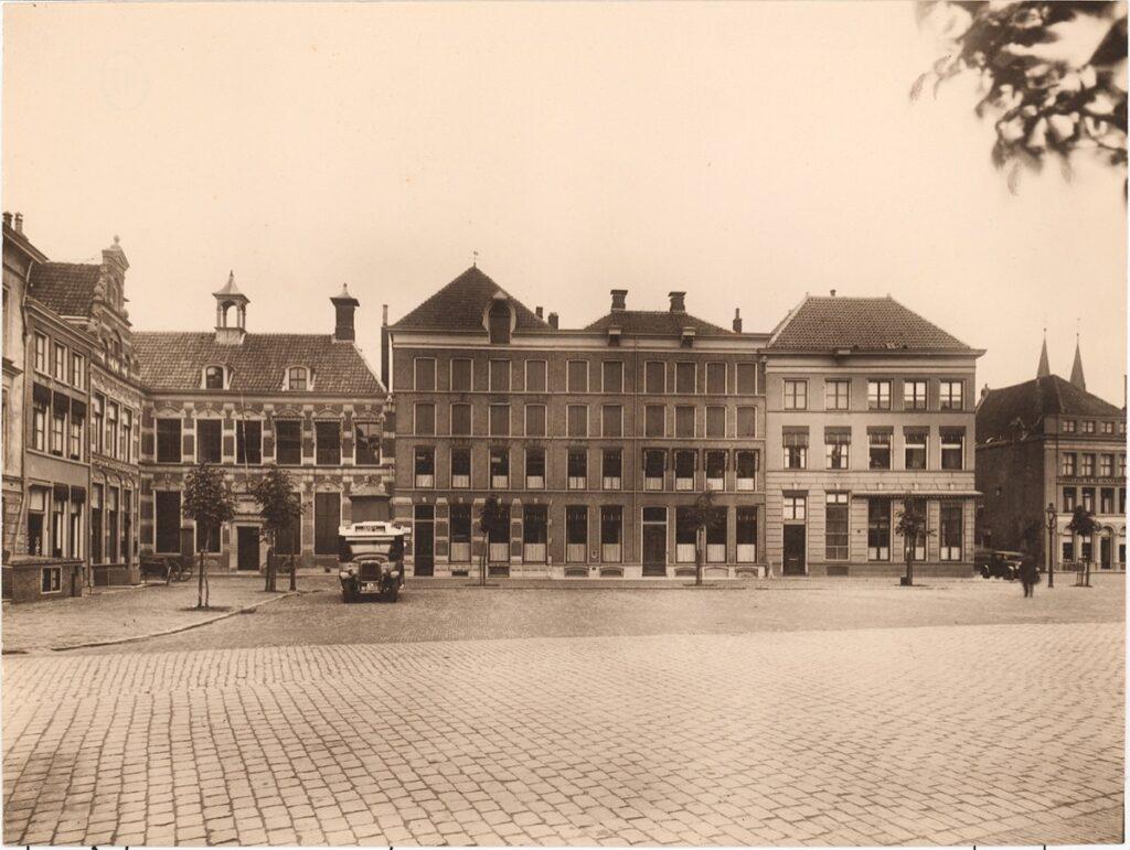 Restauratie en herbestemming Brink 11-12 - Historische foto
